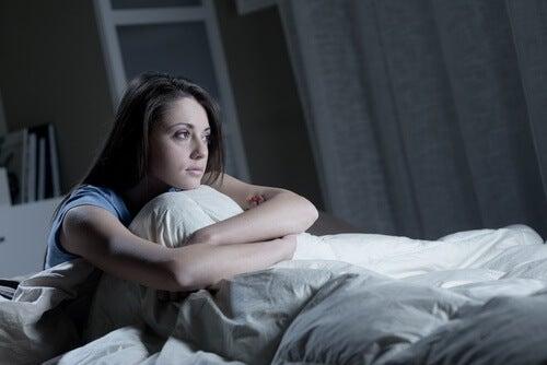 femme ne pouvant dormir