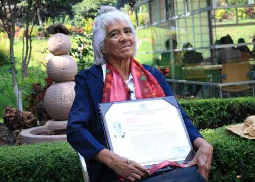 María Dolores Ballesteros, 80 ans et un troisième diplôme universitaire