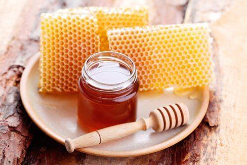 réduire les rides avec un masque au miel et huile de coco