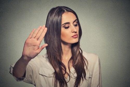 Ne pas écouter les opinions des autres.