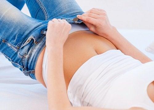 9 problèmes provoqués par les vêtements trop serrés