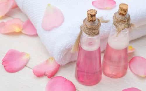 5 recettes à l'eau de rose pour embellir votre visage