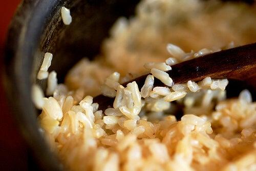 consommer du riz lorsque l'on a un corps en forme de triangle inversé