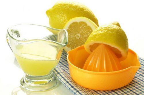 jus de citron pour éliminer le tartre des dents