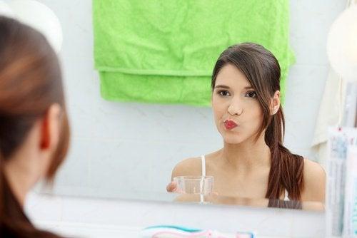 Faites des bains de bouche pour vous débarrasser des aphtes!