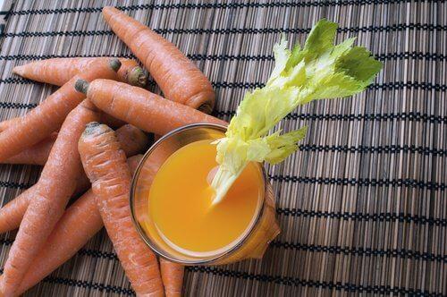 jus de carotte, de céleri et de luzerne pour désenflammer le ventre