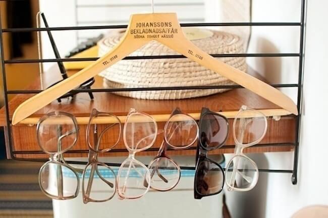 ranger vos paires de lunettes sur des cintres pour ranger votre maison