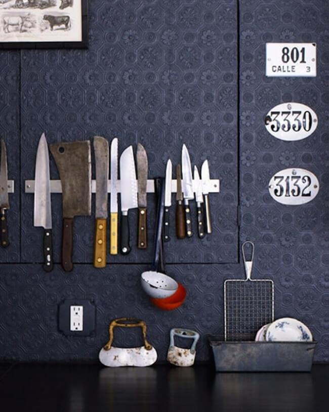 installer une bande magnétique dans votre cuisine pour ranger votre maison
