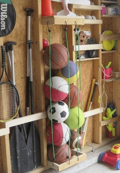 Rangement des jouets et ballons.