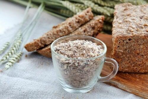 Modérez votre consommation de fibres en cas de côlon irritable.