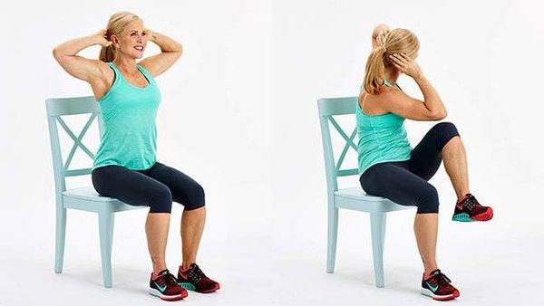 exercices avec chaise pour réduire la graisse abdominale genoux aux coudes