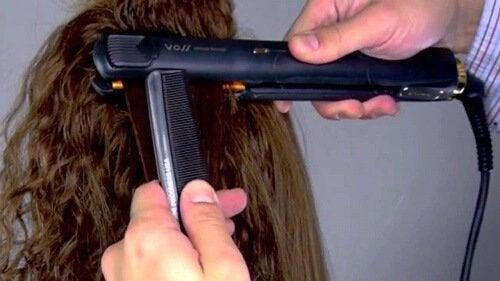 3 conseils pour éviter les dommages causés par votre fer à lisser sur vos cheveux