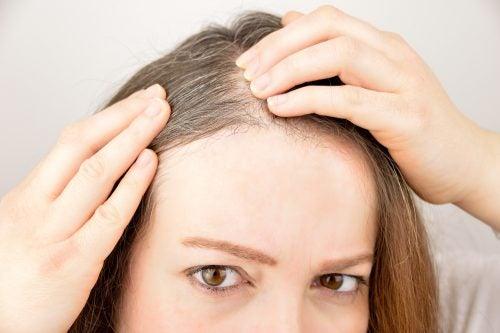 6 herbes et épices qui favorisent la pousse des cheveux