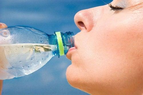 boire de l'eau pour éliminer la flaccidité