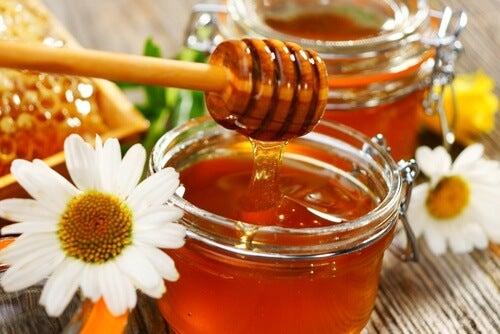 Traiter les chéloïdes avec du miel.