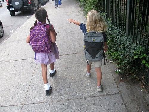 prévenir une possible attaque de pédophile, ne pas laisser les enfants seuls
