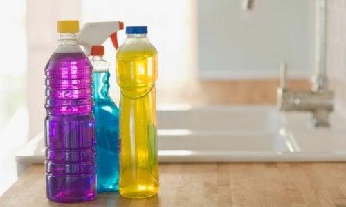 attention aux endroits oú vous conservez les bouteilles en plastique