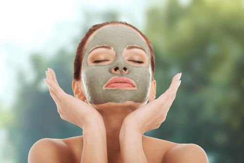 hydrater la peau sèche avec de l'argile