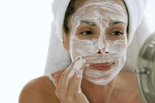hydrater la peau sèche avec du yaourt et de la purée de pommes de terre