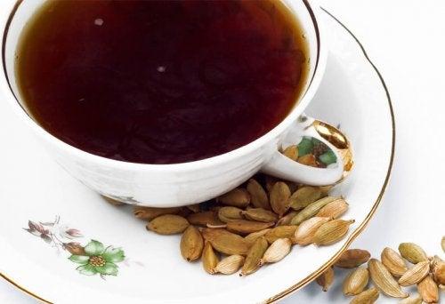 épices qui vous aident à éliminer les toxines : cardamome