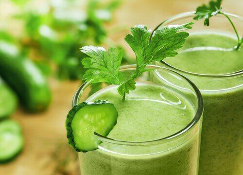 combattre l'insomnie avec ce smoothie à la laitue, au concombre et aux pommes