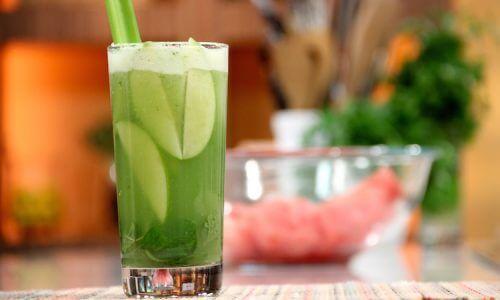 Calmez l'acidité stomacale avec un smoothie à base de concombre.