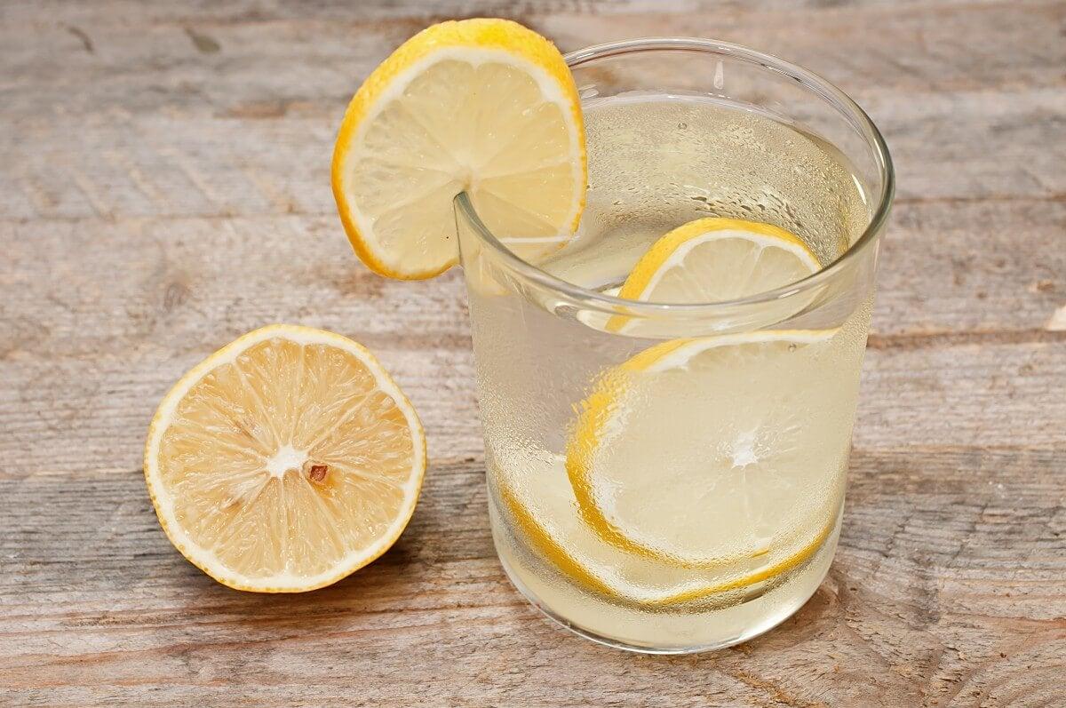 eau et citron contre la gastro-entérite aiguë