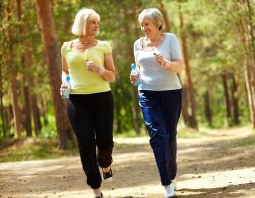 Marcher pour perdre du poids peut être pratiqué par tout le monde.