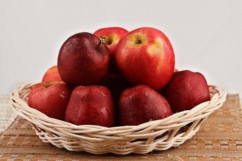 les pommes aident à combattre la rétention d'eau
