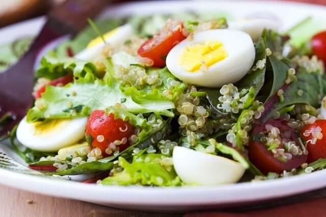 Salade saine de laitue.