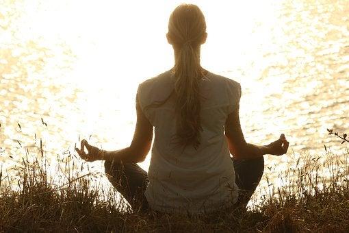 atteindre le calme avec le yoga et de la méditation