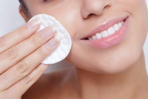 4 astuces simples pour maintenir votre peau hydratée