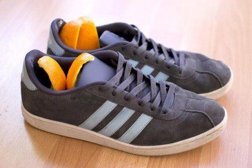 zeste d'orange dans des chaussures