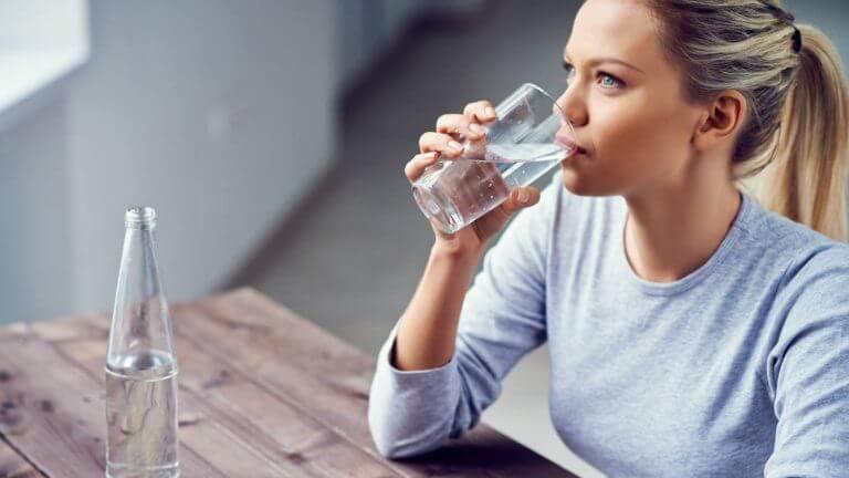L'hydratation aide à maintenir une gorge saine et dégagée