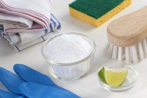 le bicarbonate de soude et le citron pour retrouver la blancheur des vêtements