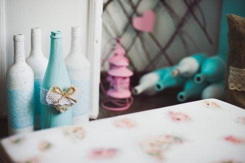 des bouteilles décorées