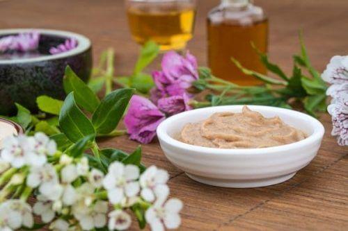 Traitement à base de levure de bière et de miel d'abeilles pour stimuler la pousse des cheveux