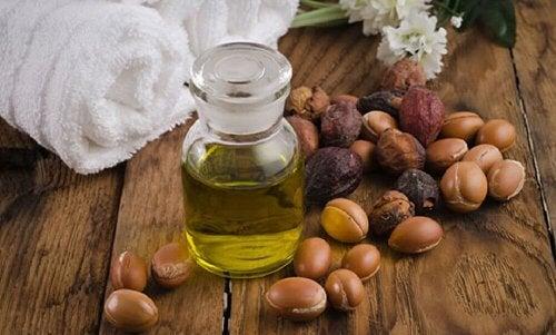 L'huile de jojoba pour la croissance naturelle de vos cils.
