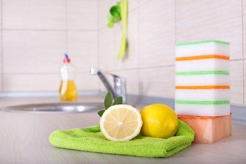 le citron désinfecte