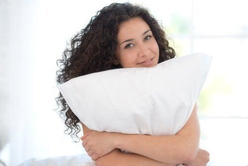 Changez d'oreiller pour réduire les douleurs de cou