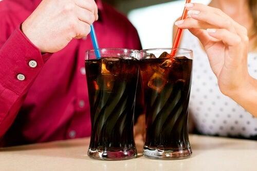 évitez les boissons gazeuses si vous avec mal à l'estomac