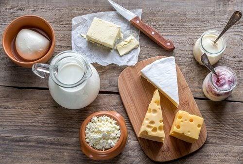 Les produits laitiers sont à éliminer tant que l'on a mal à l'estomac.