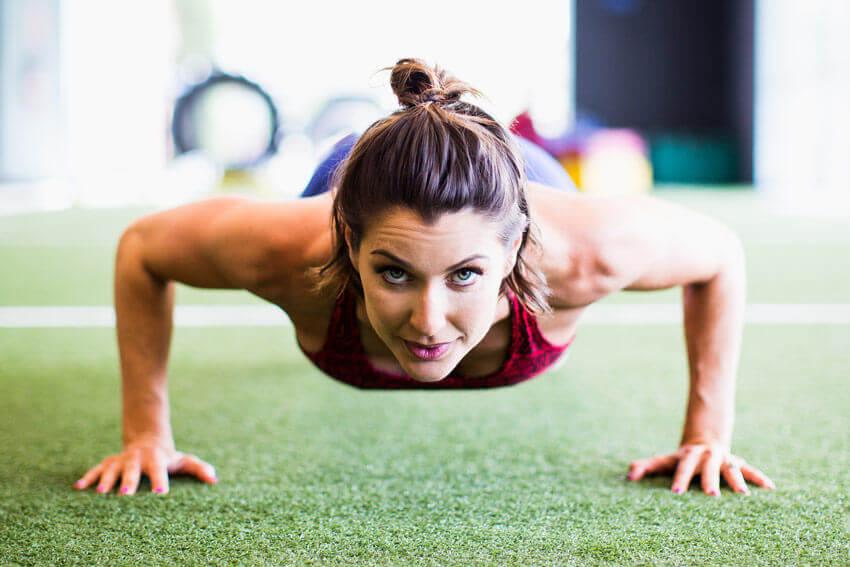 bien positionner ses coudes lors des exercices abdominaux
