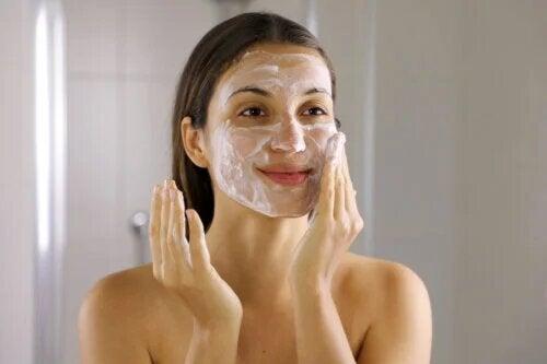 6 étapes pour éliminer l'acné durablement