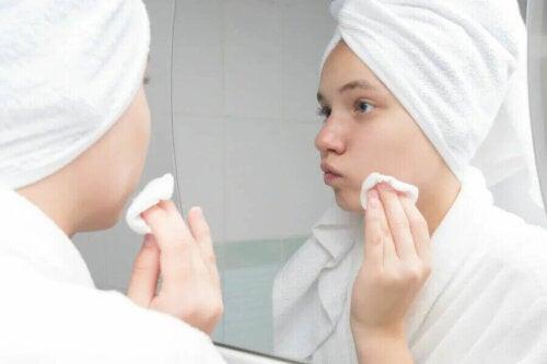 Pour éliminer l'acné, n'allez jamais vous coucher sans retirer votre maquillage