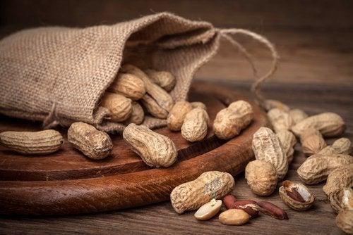 Propriétés et bienfaits des graines d'arachide (cacahuètes).