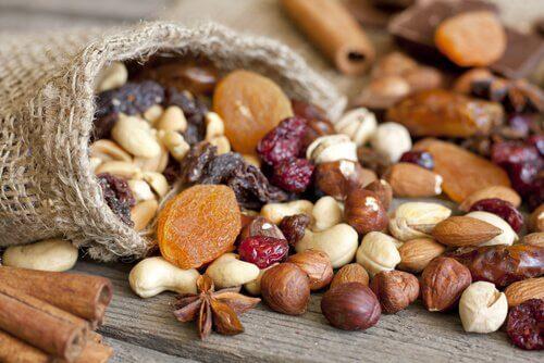 propriétés et bienfaits des noix et des fruits secs