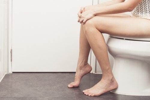 Les selles de couleur pâle sont un symptôme d'insuffisance hépatique
