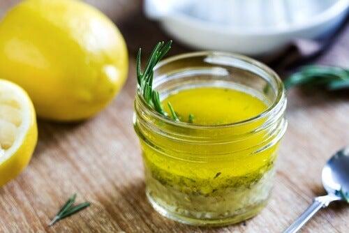 Jus de citron et huile d'olive pour se débarrasser des migraines.