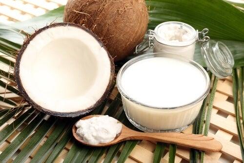 Le lait de coco : remède pour la pousse des ongles.